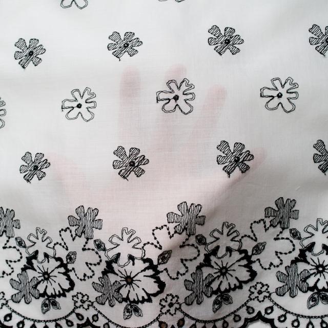 コットン×フラワー(オフホワイト&ブラック)×ボイル刺繍