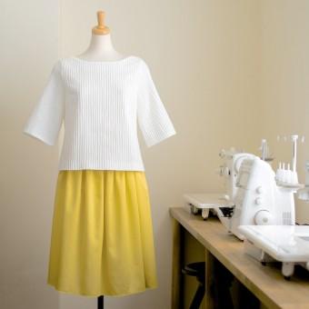 FAB #061 ボートネックのプルオーバーシャツとサテンのギャザースカート(コーディネートを考える編)