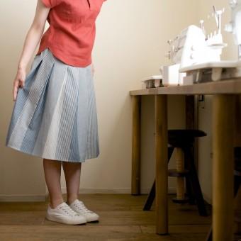 FAB #070 型紙がいらないスカート5(柄送りストライプのタックスカート)