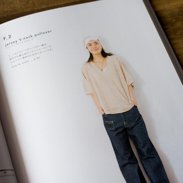 今日のコレコレ。#010 ジャージーVネックプルオーバー(「シンプルシック」大川友美 著)