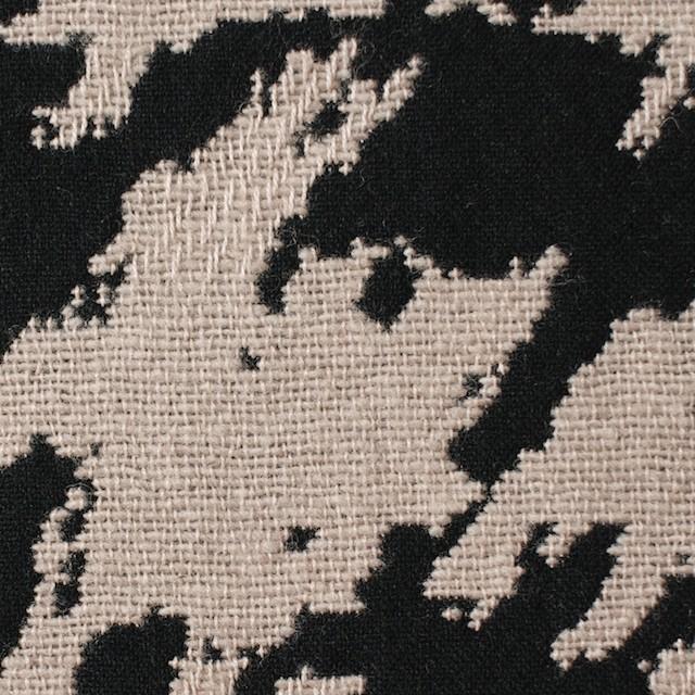ウール×幾何学模様(グレイッシュベージュ&ブラック)×風通織ジャガード イメージ1