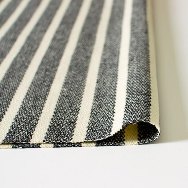 ウール&ポリエステル×ストライプ(キナリ×グレー)×かわり織 イメージ3