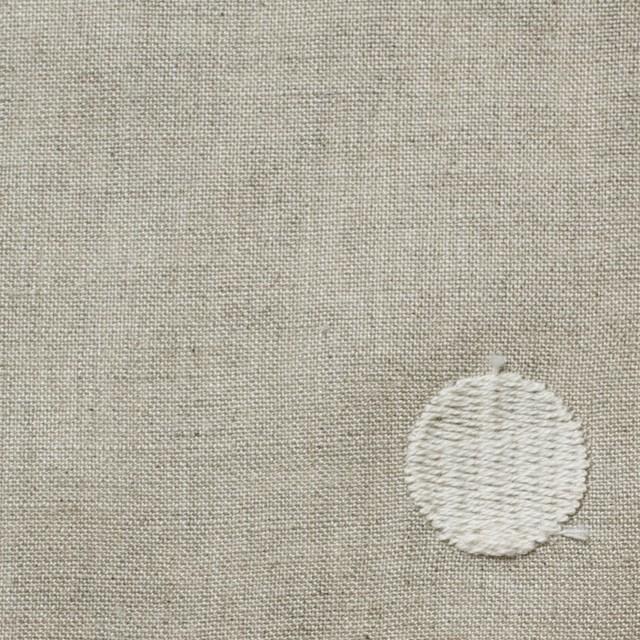 リネン×ドット(グレイッシュベージュ)×薄キャンバス刺繍 イメージ1