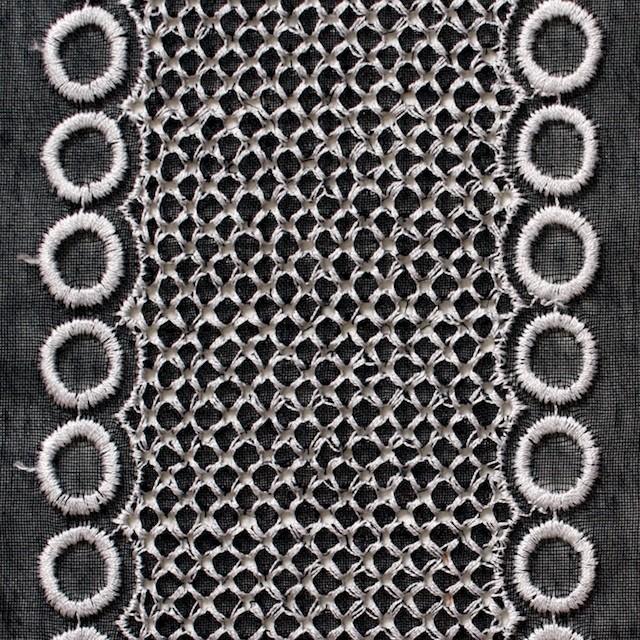 ポリエステル×コラム(ブラック)×ボイル刺繍(着分)_全3色 イメージ1