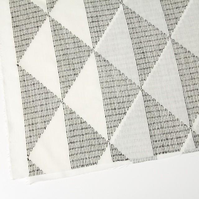 ポリエステル×トライアングル(アイボリー)×ボイル刺繍(着分) イメージ2