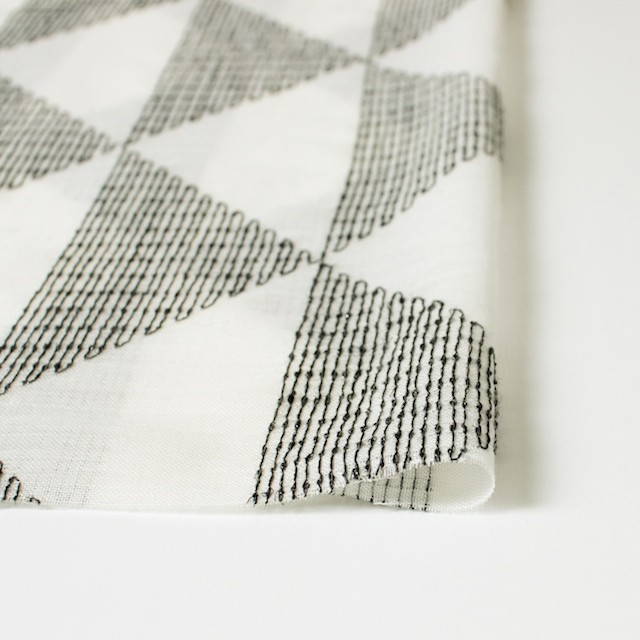 ポリエステル×トライアングル(アイボリー)×ボイル刺繍(着分) イメージ3