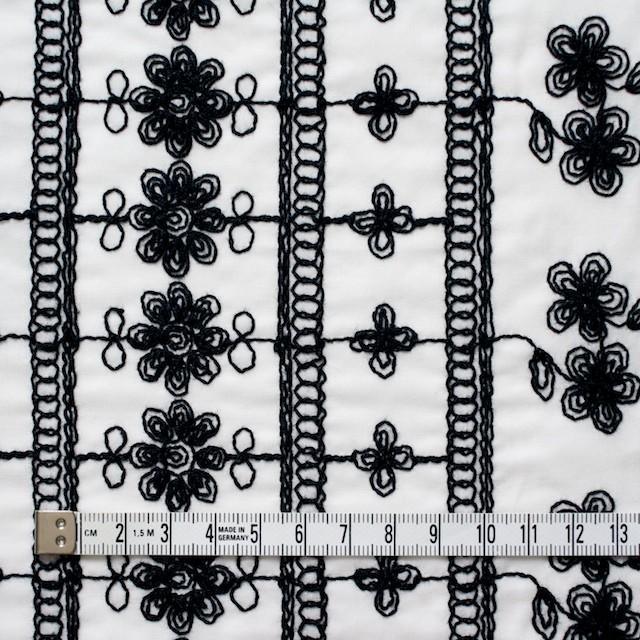 コットン×フラワー(オフホワイト&ブラック)×ボイル刺繍 イメージ4