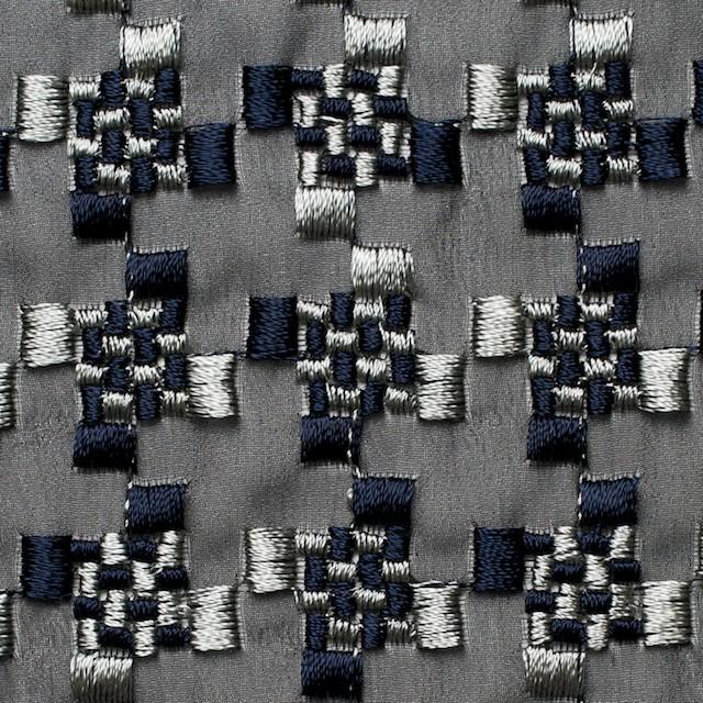 ポリエステル×幾何学模様(シルバー&ネイビー)×ジョーゼット刺繍_全2色 イメージ1