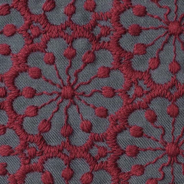 ポリエステル&ウール×フラワー(エンジ)×サージ刺繍 イメージ1