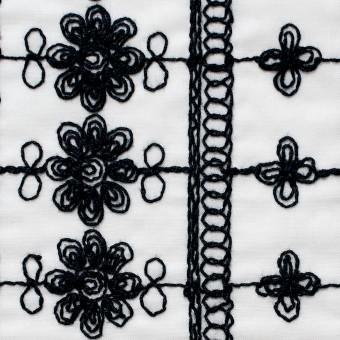 コットン×フラワー(オフホワイト&ブラック)×ボイル刺繍 サムネイル1