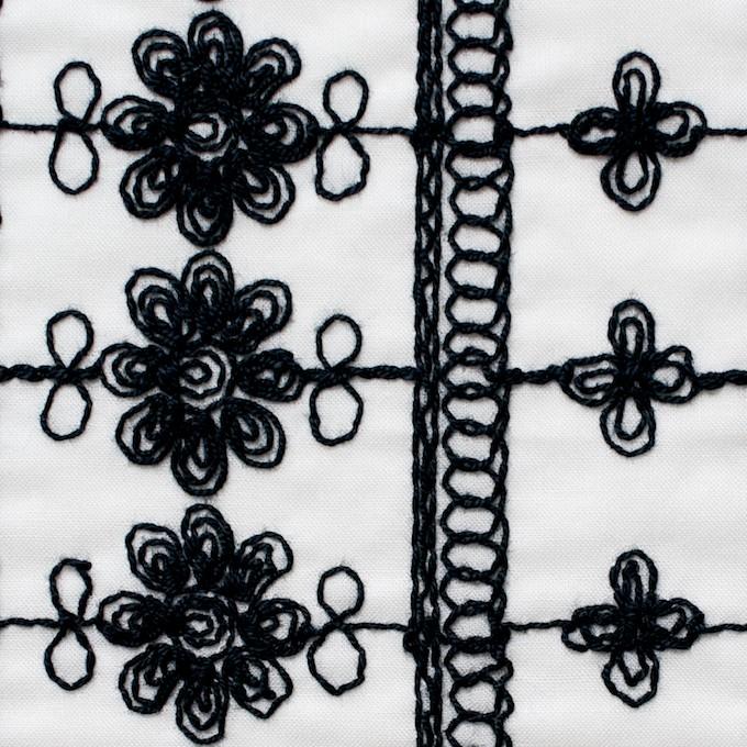 コットン×フラワー(オフホワイト&ブラック)×ボイル刺繍 イメージ1