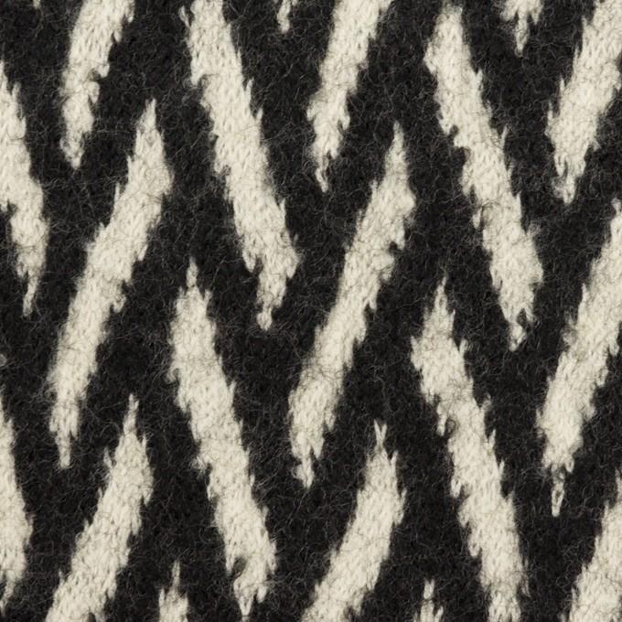 ウール×幾何学模様(アイボリー&ブラック)×ジャガードニット イメージ1