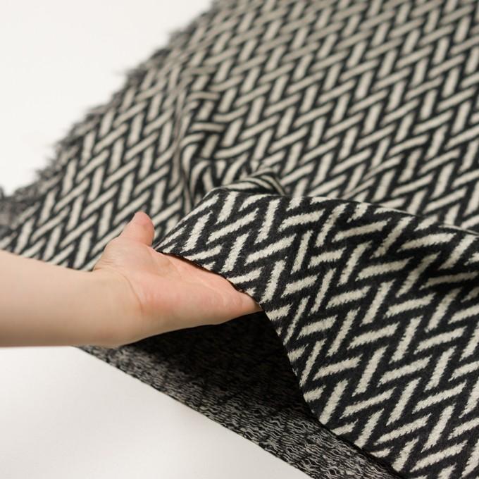 ウール×幾何学模様(アイボリー&ブラック)×ジャガードニット イメージ5