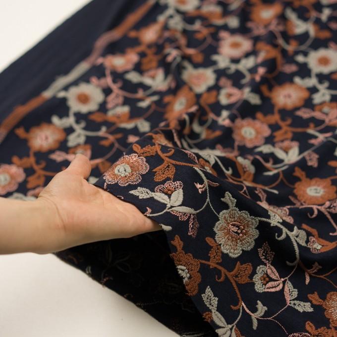 アクリル&ウール混×フラワー(ダークネイビー、レンガ&アトモスグリーン)×スムースニット刺繍 イメージ5