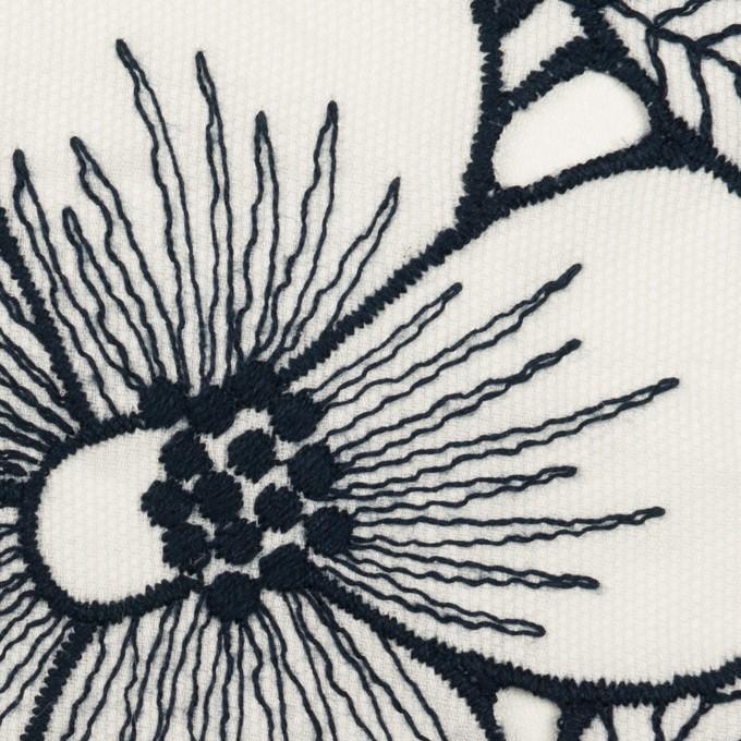 コットン×フラワー(ホワイト&ネイビー)×ピケ刺繍 イメージ1
