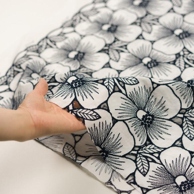 コットン×フラワー(ホワイト&ネイビー)×ピケ刺繍 イメージ5