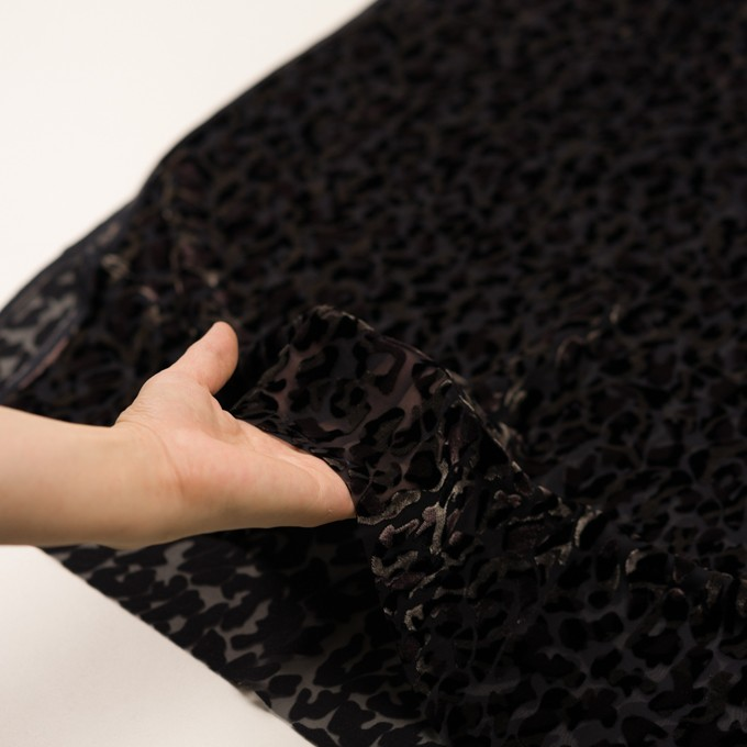 レーヨン&ポリエステル×レオパード(アッシュブラウン&ブラック)×オパールベルベット イメージ5